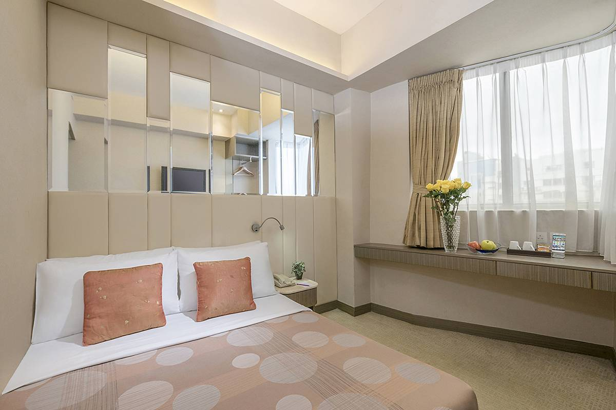 Deluxe Room: Deluxe Room with simple elegance for business and leisure travellers