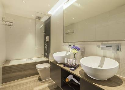 Family Suite Bathroom: Spacious bathroom features two wash basins and a separate bathtub