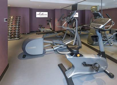 Gymnasium: Work out to your heart's delight at our well-equipped gym