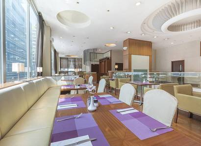 Hotel Restaurant: Oyster One has a light and airy ambience to enjoy