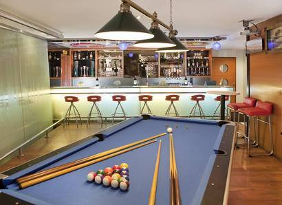 D'Bar Lounge: Barrack for your favourite time in our lively sports-themed bar
