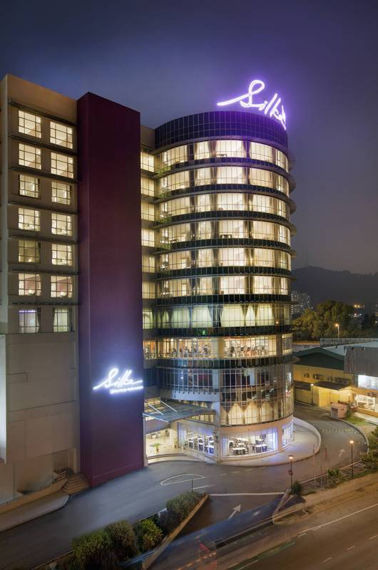 Silka Cheras – Night: Night view of the hotel's sleek and modern semi-circular façade