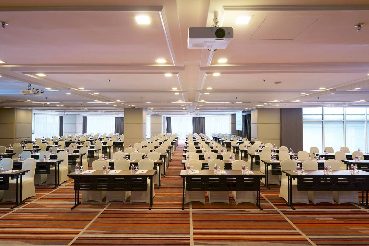 Ballroom Classroom Set-up: You can always have hassle-free meetings in the Cheras Room