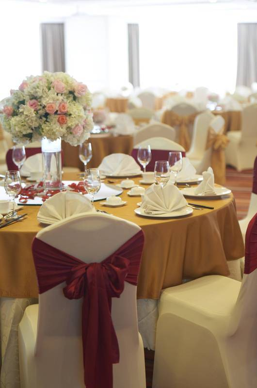 Ballroom Banquet Set-up: Grand and memorable weddings can be had in our ballroom