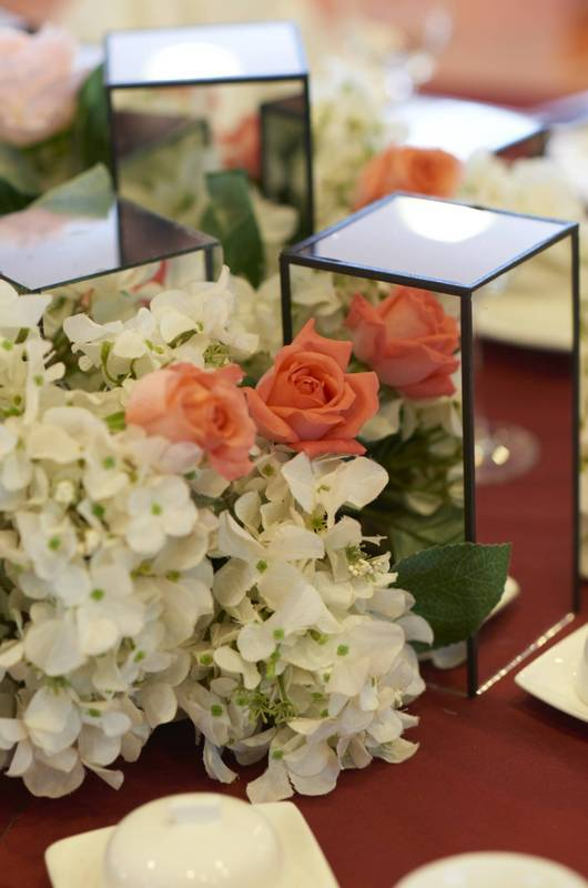 Banquet Set-up: Customised floral arrangements to but a colour blush on events