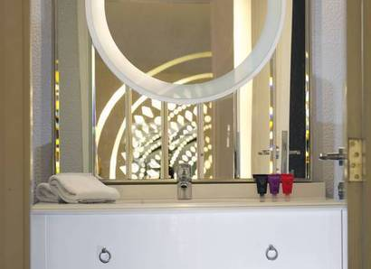 Superior Room Bathroom: Stylish and modern décor means you can bathe in style