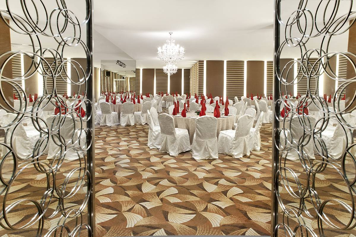 Ballroom: The Songket Ballroom can easily accommodate up to 200 persons